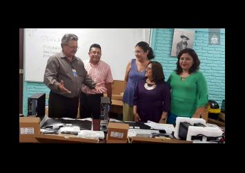 UNAN - Managua entrega de equipos para actividades ORACLE